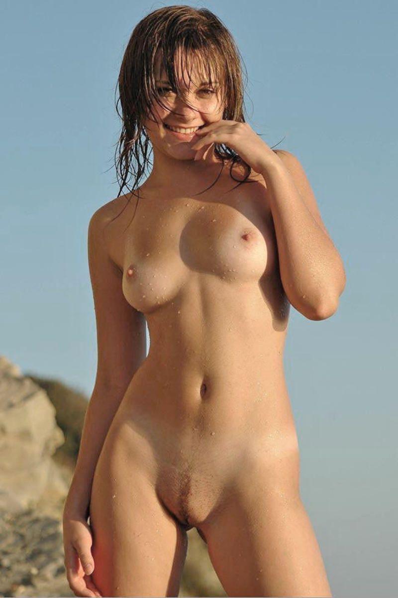 image Jeune coquine aux tres gros seins
